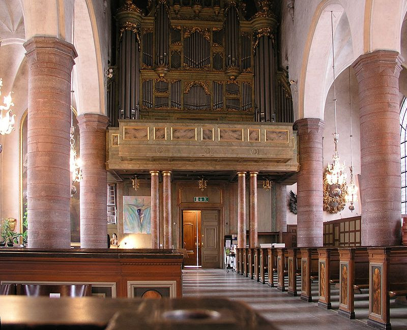 Jakobs kyrka nave-organ.jpg