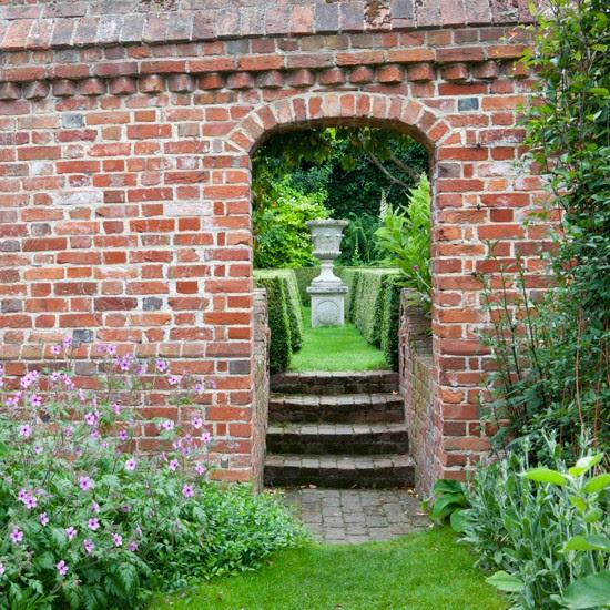 Garden wall | Garden design | Traditional garden | Image | Housetohome