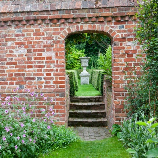 How To Decorate Garden Brick Wall 5 Ideas To Make It: Modern Country Style: Secret Garden