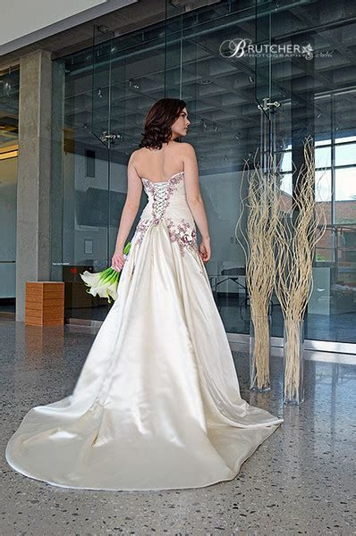 Songbirds Clothing & Accessories / Bridal & Formals
