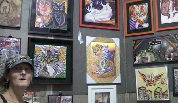 Siobhan Meow vive com 20 gatos e seu trabalho está exposto em Nova York (Foto: Reprodução)