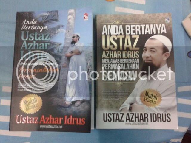 Membeli dua buah buku Ustaz Azhar Idrus