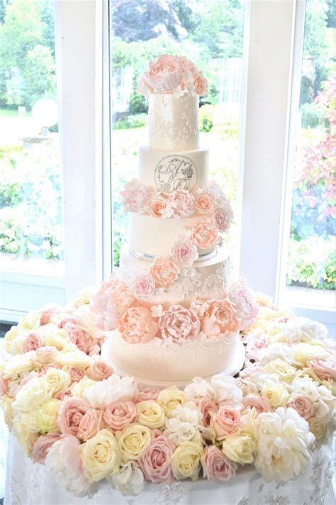 Gallery of Wedding Cakes, Designer Handbag and Shoe Cakes
