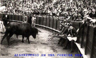 Alabarderos en una corrida real de toros