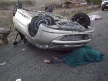 Carro estourou o pneu e capotou (Catolé News)