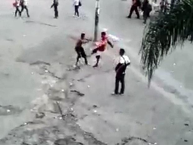 Cinegrafista amador flagrou briga perto de terminal em São Paulo (Foto: Reprodução/ Divulgação)