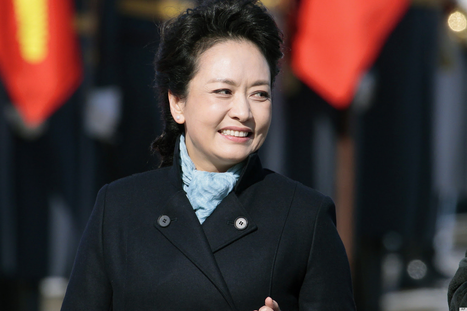 Peng Liyuan Chinese Folk Singer and Performing Artist and Current Chinese President Wife very hot and beautiful wallpapers