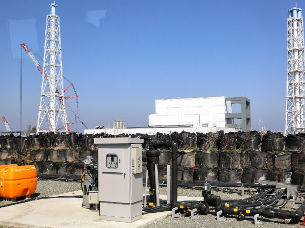 Foto de 15 de abril deste ano mostra local onde é bombeada a água subterrânea na usina nuclear de Fukushima, no Japão (Foto: Japan Pool/Jiji Press/AFP)
