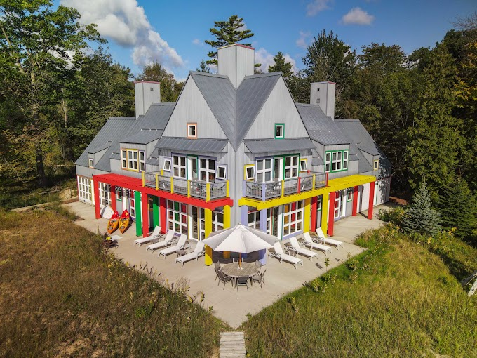 TREND ESSENCE: 'Crayola' house on Lake Michigan hits the market at $1.175M