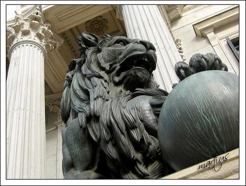 Madrid: león del Congreso de Diputados