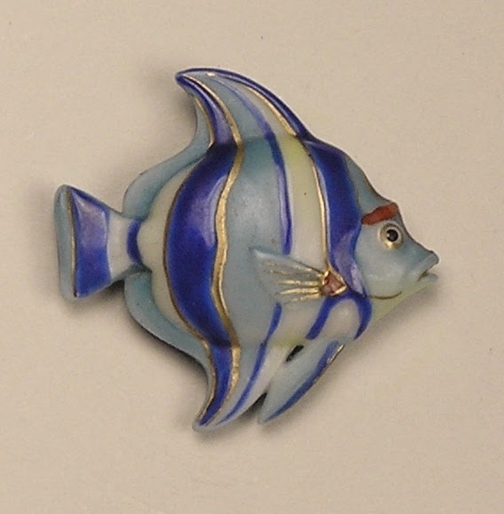 ButtonArtMuseum.com - Old Magnificent Medium Realistic Arita Porcelain Striped Blue Fish Button