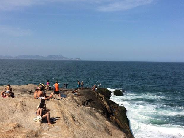 Pedra do Arpoador é muito frequentada por pescadores (Foto: Mariana Cardoso/G1)