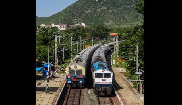 एक-दूसरे से 'रेस' लगाती रेलगाड़ियां? देश के इस रेलवे स्टेशन पर दिखा ये नजारा