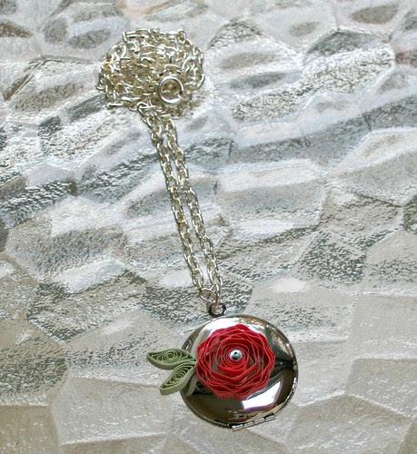 Quilled flower locket tutorial