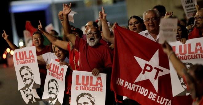 Manifestantes en Porto Alegre, antes del juicio a Lula da Silva. REUTERS