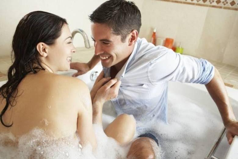 Por que os homens se sentem mais sexys e querem ter relações sexuais logo pela manhã enquanto as mulheres só querem dormir neste horário? E por que à noite as mulheres estão afim de sexo enquanto os homens só querem descansar?   Segundo informações do site Mirror, essa diferença nos horários é causada pelo nível de hormônios nos homens e nas mulheres. Veja a seguir o que acontece com o corpo!