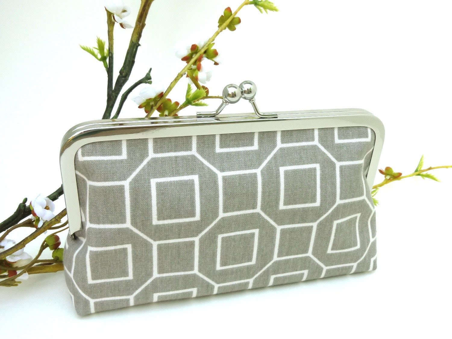 Grey Chain Link KissLock Clutch