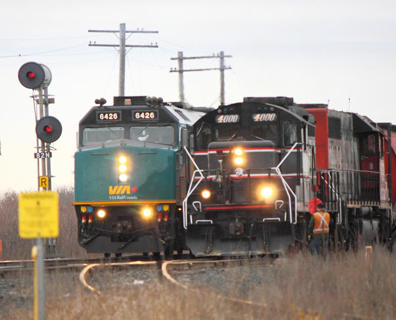 CEMR 4000 and VIA 6426 meet at Carman Junction