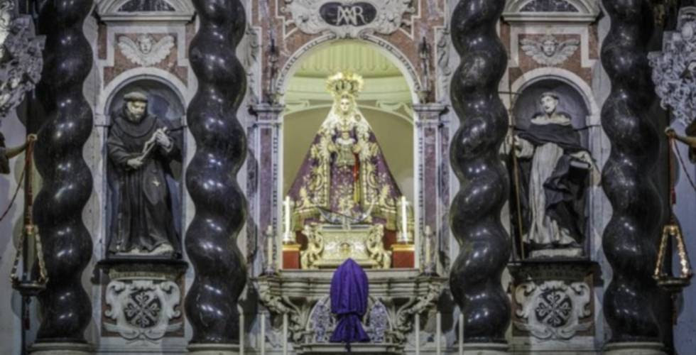 La Patrona, en su retablo de la iglesia de Santo Domingo, en Cádiz.