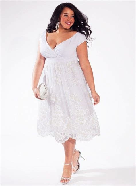 The perfect white dress for curvy and plus size girls