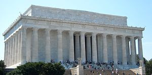 Front view of the Lincoln Memorial in Washingt...