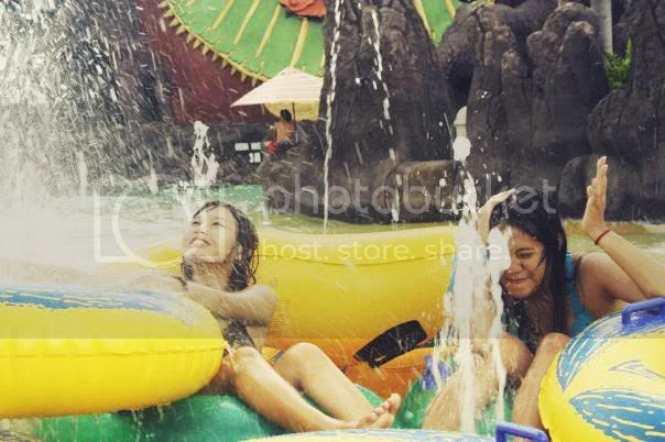 And finally on sunday my friend asked me to bring together her went to waterboom pandawa solo Singapore attractions : Waterboom Pandawa Solo