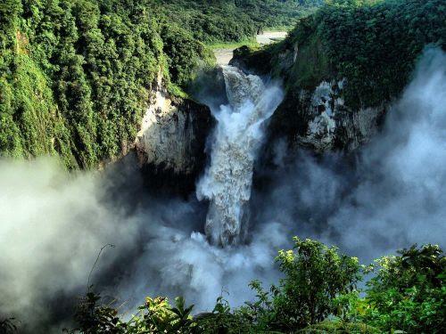 Lugares turísticos del Ecuador: La famosa cascada de San Rafale, Ecuador.
