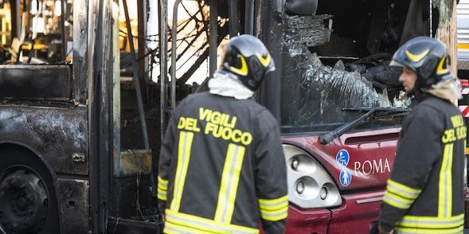 Perché a Roma prendono fuoco gli autobus