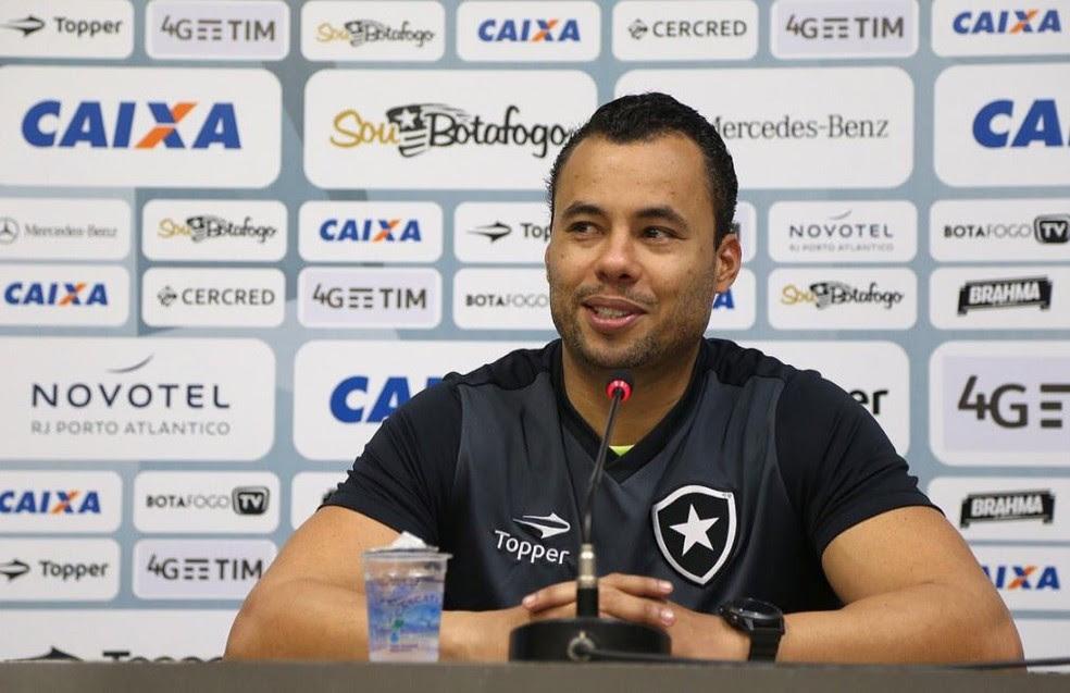 Jair Ventura evitou reclamar da arbitragem depois da derrota do Botafogo para o Grêmio (Foto: Divulgação/Botafogo)