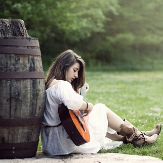 girl-with-guiter-dp-pic-for-whatsapp