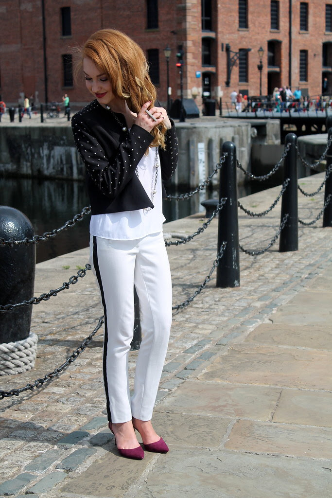 Monochrome outfit (3)
