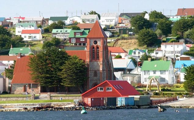 Stanley Catedral na capital das Malvinas será protegida por forças britânicas se um ataque vem