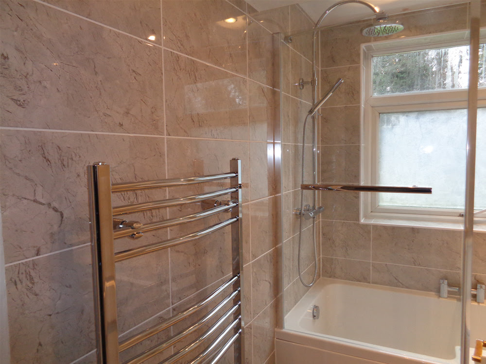 Shower Bath Bathroom Suite Fitted With Tiled Walls and Floor