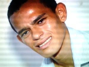 Marcos Soares Santos da Silva, de 18 anos, se entregou à polícia após manter 23 pessoas como reféns durante assalto (Foto: Reprodução/Inter TV Cabugi)