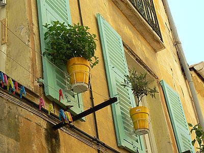 façade et pinces à linge.jpg