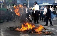 Haredim riot in Jerusalem's Mea She'arim neighborhood