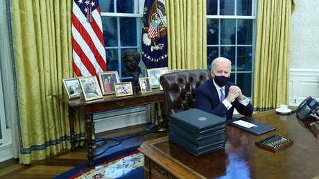 EE.UU. regresa a la OMS y al Acuerdo de París: Biden firma sus primeras acciones ejecutivas (y revoca algunas de Trump).
