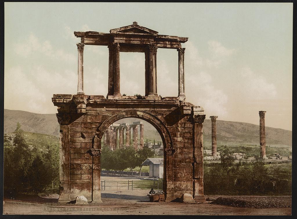 Αθήνα. Πύλη του Ανδριανού. Στο βάθος οι Στήλες του Ολυμπίου Διός