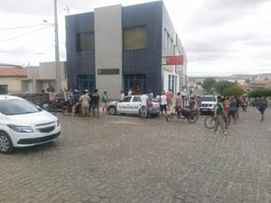 Crime aconteceu dentro do escritório do casal (Foto: João Paulo Sena)