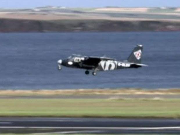 Os aviões que operam na linha têm oito lugares (Foto: BBC)