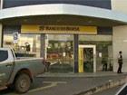 Suspeitos invadem agência bancária (Reprodução Rede Amazônica Acre)