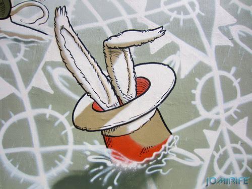 Arte Urbana by Mário Belém - Peixe laranja/Imaginário no CAE na Figueira da Foz Portugal - Elemento coelho na cartola (23) [en] Urban art by Mário Belém - Orange Fish/Imaginary in Art Center Figueira da Foz, Portugal
