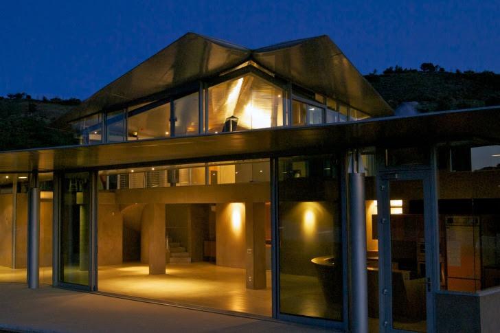 http://inhabitat.com/wp-content/blogs.dir/1/files/2011/06/747-Wing-House-David-Hertz-Architects-20.jpg