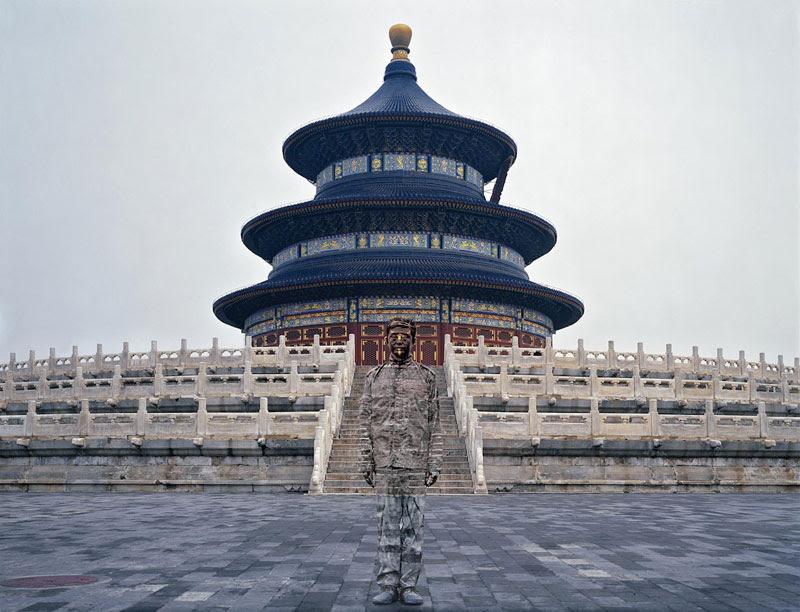 liu bolin de arte de alta resolución se esconden en la pintura de camuflaje china de la ciudad (15)