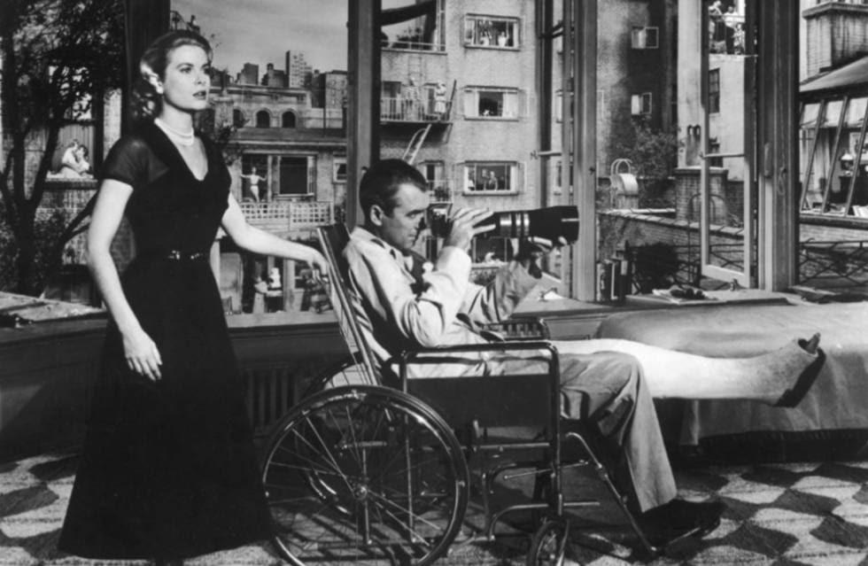 Grace Kelly y James Stewart, en una escena de 'La ventana indiscreta'.