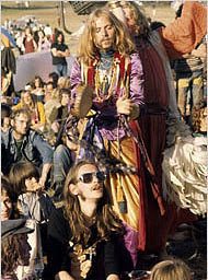 hippyfest_crowd