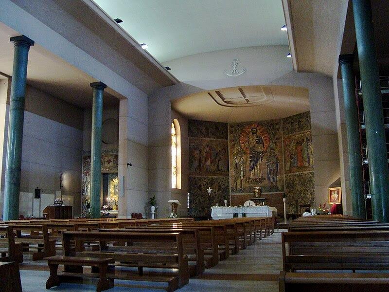 File: Eglise Santi Fabiano e Venanzio interieur.JPG