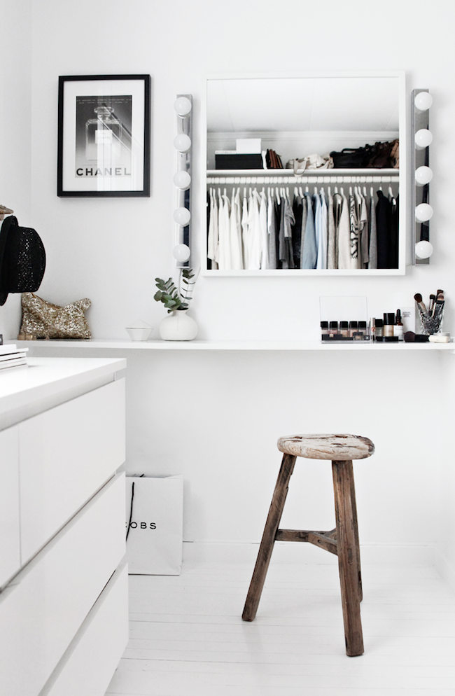 A Fashionable Home: Minimal And Bright Walk-In Closet -- Scandinavian Minimal Interior Design -- Vanity Via Stylizimo -- photo 2-Le-Fashion-Blog-A-Fashionable-Home-Minimal-Bright-Walk-In-Closet-Scandinavian-Minimal-Interior-Design-Vanity-Via-Stylizimo.png