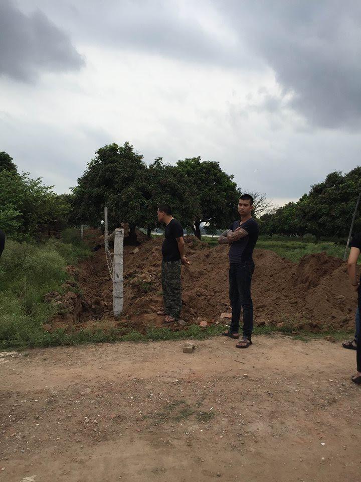Hình ảnh Hà Nội: Dân hoang mang vì 20 đối tượng xăm trổ, dựng lều ngay sát nhà số 2