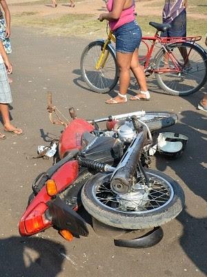 Motociclista foi decapitado e morreu na hora (Foto: Luiz Carlos da Silva)